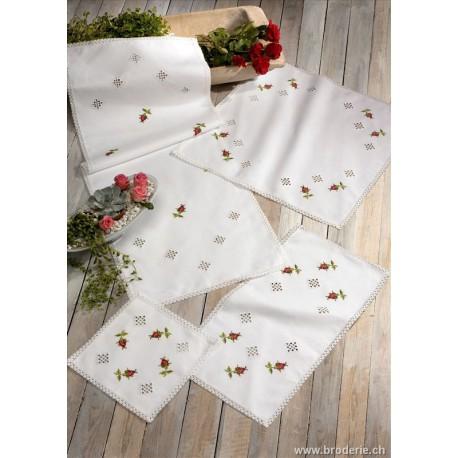 Permin, kit chemin de table boutons de roses et Hardanger (PE63-0635)