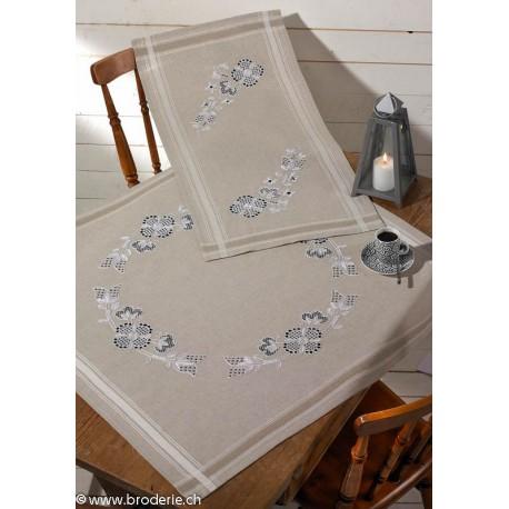 Permin, kit chemin de table imprimé fleurs antiques (PE63-3800)